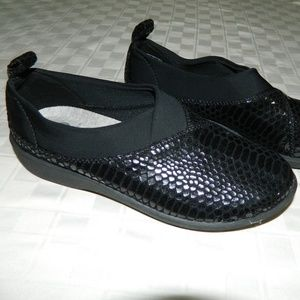 New Clarks Cloudsteppers Black Snake Shoes 5.5